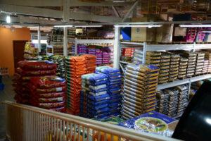 Grande variedade de rações, produtos para higiene e beleza, além de diversas camas e casinhas.