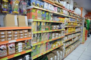 Grande variedade de produtos para pássaros, diversas marcas de rações, acessórios, comedouros, bebedouros e gaiolas.